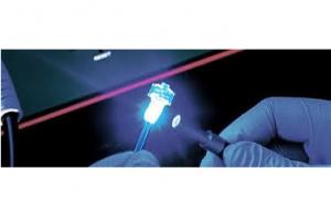 UV glue polymerization with UV light